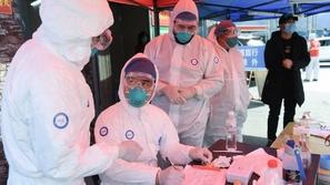 ما المدة التي يعيشها فيروس كورونا خارج الجسم؟