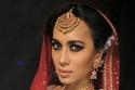 مكياج عروس من الهند بمكياج عيون فاتح وأحمر شفاه نيود