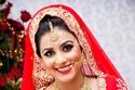 مكياج عروس من الهند بعيون محددة بالكحل الأسود