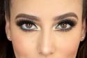 اكسري حاجز الخجل وجربي الآيلاينر باللون الأزرق وأضيئي عيونك بالأصفر!