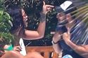 تصرفات غريبة للمشاهير العاشقين أمام الكاميرات.. بكاء وتشابك بالأيدي