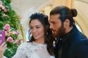 صور زفاف ديميت أوزديمير وجان يامان تشعل الأجواء