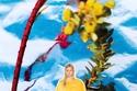بلوزة من الحرير باللون الأصفر مع شورت باجي من مجموعة JW Anderson