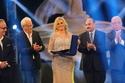 يسرا بإطلالة ذهبية في حفل افتتاح مهرجان الإسكندرية السينمائي