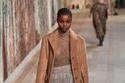 إطلالة بقطع أزياء شفافة من مجموعة Christian Dior هوت كوتور 2021