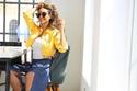 """نور الغندور في مسلسل """"جمان"""" ببنطلون جينز مشقوق مع بوليرو أصفر وتيشيرت"""