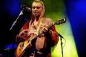 المغنية سينيد أوكونور تعتنق الإسلام وتنشر صورها بالحجاب لأول مرة