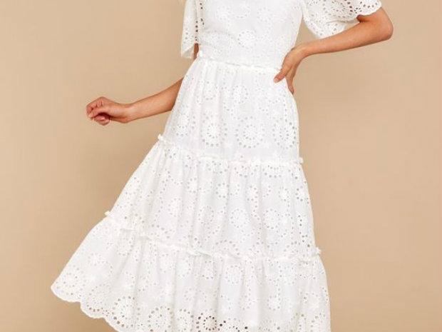 الفساتين البيضاء صيحة أزياء صيف 2019 الأكثر تداولاً