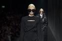 فستان أسود ماكسي من  مجموعة أزياء Versace  لخريف وشتاء 2020
