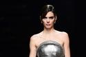 عرض أزياء Versace ثلاثي الأبعاد في أسبوع الموضة في ميلان