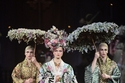 عرض مسرحي وسط عرض أزياء دولتشي أند غاباناDolce & Gabbana
