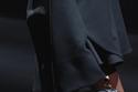 حقيبة سوداء بتصميم مميز من مجموعةValentino لخريف 2021