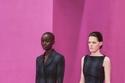 أزياء أنيقة بنقش الكاروهات من مجموعة Emilia Wickstead لخريف 2021