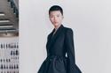 بدلة تنورة بتصميم ضخم من مجموعة Alexander McQueen