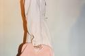 حقيبة  The Triangle من Bottega Veneta  وردية بمقبض