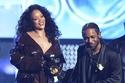 ريهانا Rihanna بمعطف لاتيكس في حفل جوائز Grammy Awards 2018