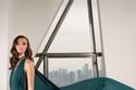 فستان أخضر شيفون من مجموعة ريم عكرا لخريف 2021