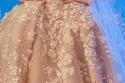فستان زفاف باللون الذهبي