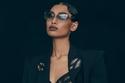 إطلالة باللون الأسود مع حقيبة يد فاخرة  من مجموعة Ulyana Sergeenko