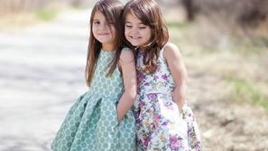 فساتين أطفال بنات مزيّنة بالورود لصيف 2019