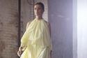 فستان باللون الأصفر الباهت من Altuzarra