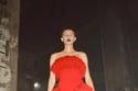 إطلالة كاملة باللون الأحمر مع حذاء من نفس اللون من Bottega Veneta