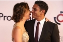 آسر ياسين خطف الأنظار برومانسيته مع زوجته