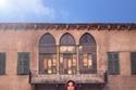 إليسا بفستان منفوش من Dolce & Gabbana