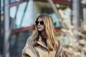 معطف ترنش واسع باللون البيج