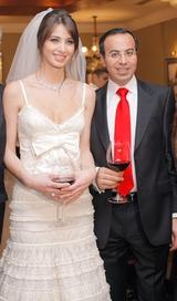 في ذكرى زواجها الرابع صور زفاف أنابيلا هلال وزوجها الدكتور ...