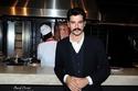صور بطل من أبطال حريم السلطان يفتتح مطعماً باسمه