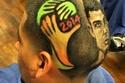 كأس العالم على رأس أحد المشجعين