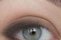 يتم تحديد العين بخط أي لاينر رفيع
