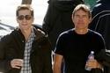 جيك جيلينهال والذي تصل ثروته إلى ($ 65M) في حين تصل ثروة والده ستيفن جيلينهال إلى 55 مليون دولار أي بفارق 10 مليون دولار.