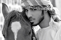 صور عمر بركان الغلا مرتدياً الشماغ