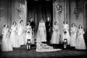 صور فستان زفاف الملكة إليزابيث الثانية الذي جاء من دمشق