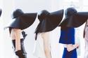 كواليس الموضة: عارضات الأزياء خلف الأضواء في أسبوع لندن للموضة