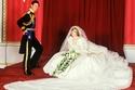 فستان زفاف الأميرة ديانا المطرز بأكثر من 100 لؤلؤة طبيعية ومئات الأمتار من الحرير المشغولة بالذهب والفضة