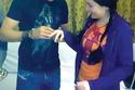 أعلنت خطبة مي على لاعب كرة القدم محمد زيدان عام 2008 في إحدى مستشفيات القاهرة حيث كانت تعالج والدة مي، ثم تم فسخ الخطبة بعد فترة قصيرة دون إعلان الأسباب، ولكن بعد ظهور محمد زيدان برفقة فتاة دنماركية، زوجته الحالية، صرح أنها صديقته وحامل في ابنه وسيتزوجها.