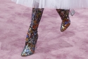 تألقي بالأحذية اللامعة على طريقة عارضات ديور في أسبوع الموضة الباريسي