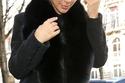 صور كيم كارداشيان في باريس بالشعر الأشقر.. وماذا عن أظافرها؟