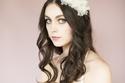 لعروس الربيع زيني شعرك بإكليل الورد في يوم زفافك