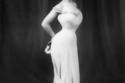 """في 1900 كانت مقاييس الجمال مختلفة تماماً، أطلق عليها إسم """"The Gibson Girl """"، نسبة إلى المصور تشارلز دانا جيبسون، الذي وضع مقاييس الجمال الأنثوي حينها، والتي كانت تتلخص في أن تكون طويلة القامة، صدر كبير، أرداف كبيرة، وخصر نحيل."""