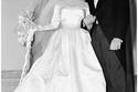 إليزابيث تايلور في يوم زفافها مرتدية فستاناً مصمماً من مصممة أزياء إم جي إم هيلين روز عام 1950