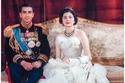 امبراطورة إيران ثريا في يوم زفافها مرتدية تصميماً من كريستيان ديور عام 1951