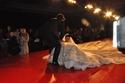صور حصرية: حورية فرغلي تتعرض لسقوط محرج على المنصة في عرض أزياء هاني البحيري