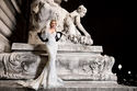 شوارع باريس تتحوّل مسرحا لفساتين انطوان القارح
