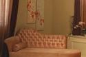أريكة فخمة من اللون الوردي