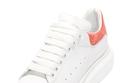 """حذاء رياضي أبيض من """"Alexander McQueen"""""""