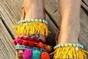 صنادل ناعمة بوهيمية بألوان الصيف المنعشة تناسب الجينز